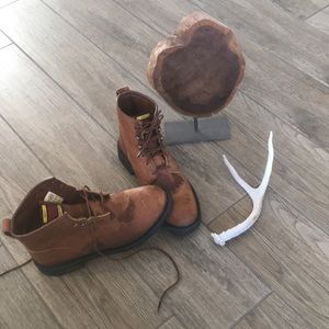 Women's Ariat leather work boots. size 9. Brown.